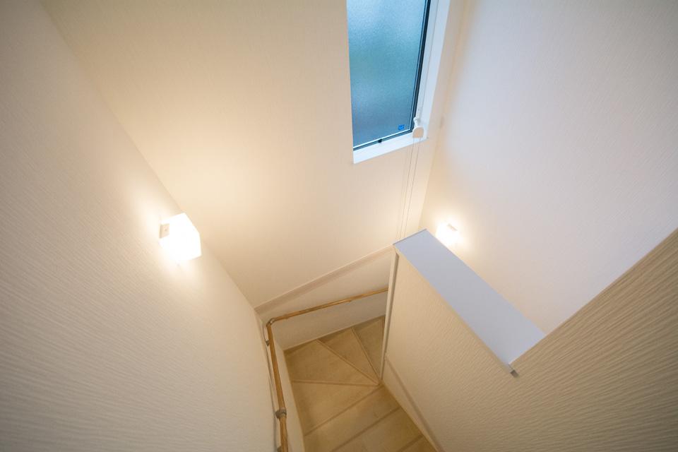 明るく開放感のある階段