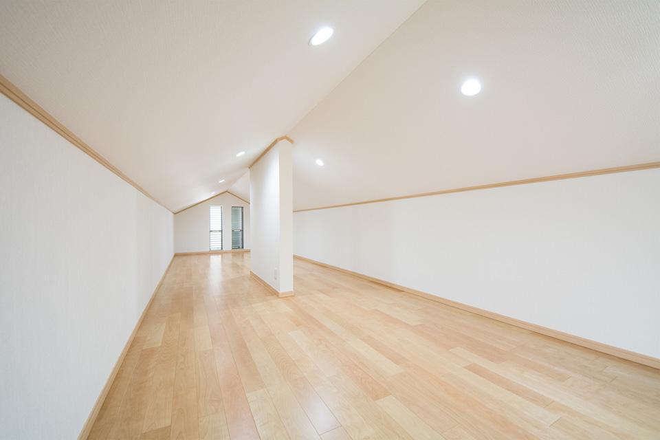いろいろ収納できる便利な屋根裏部屋。