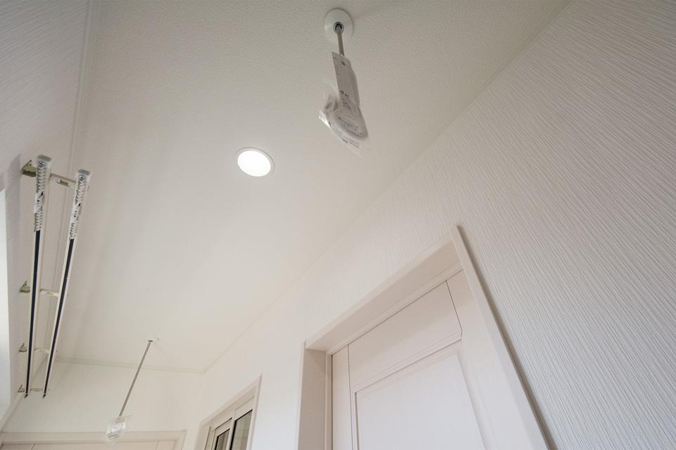 室内用の物干しが使用できる廊下。