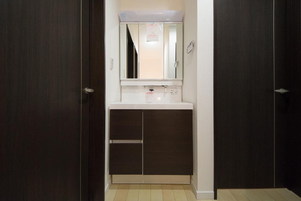 2 階にも洗面化粧台を設置し、より便利に快適にお過しいただけます。