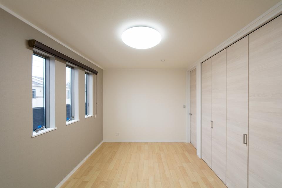 ダブルクローゼットで収納力のある主寝室
