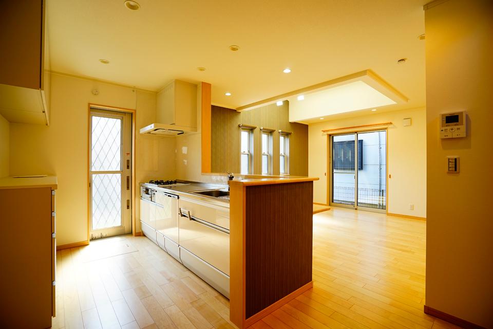 収納が豊富で快適さと機能を兼ね備えたキッチン