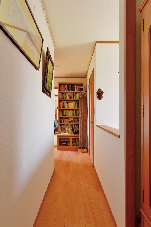 玄関吹き抜けを取り入れた2階 採光性を確保したことで、広がりが感じられる