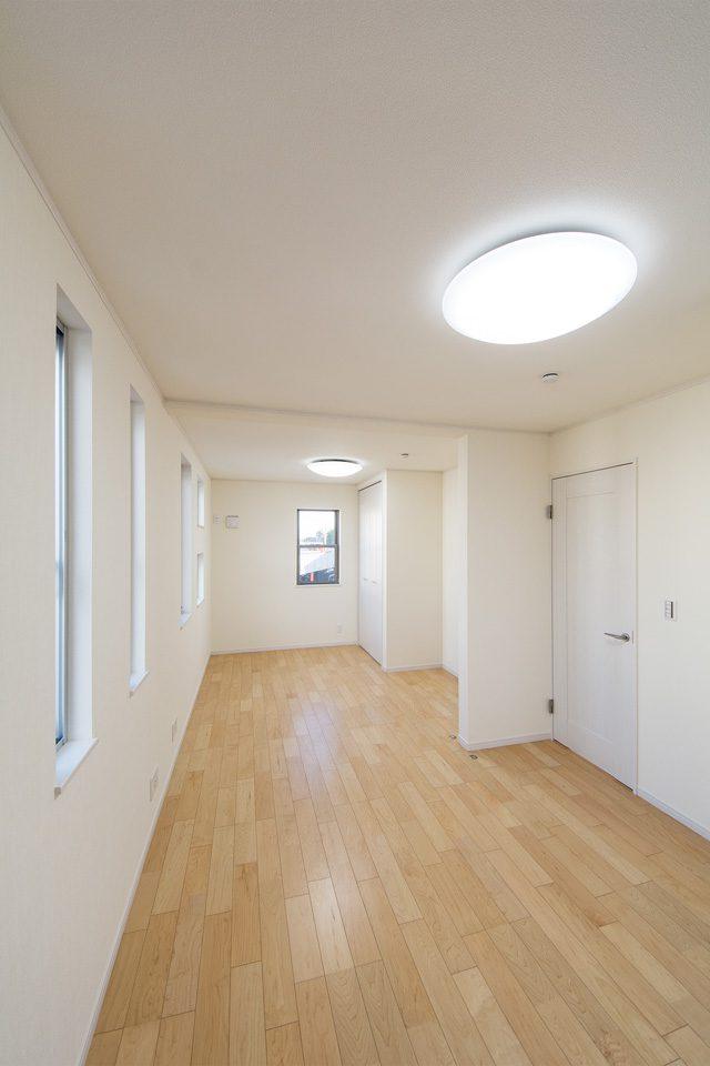潔い白の空間が室内全体を明るく演出します。