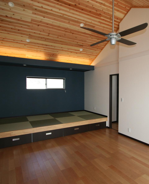 引き出し収納を備えた畳の小上がりスペース