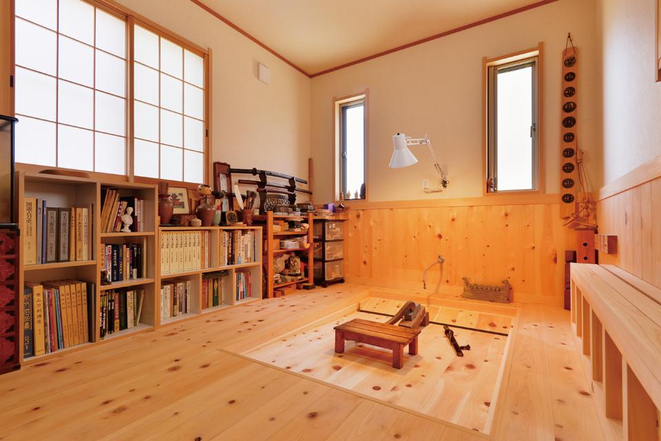 こだわりの無垢材を床にした趣味のための部屋