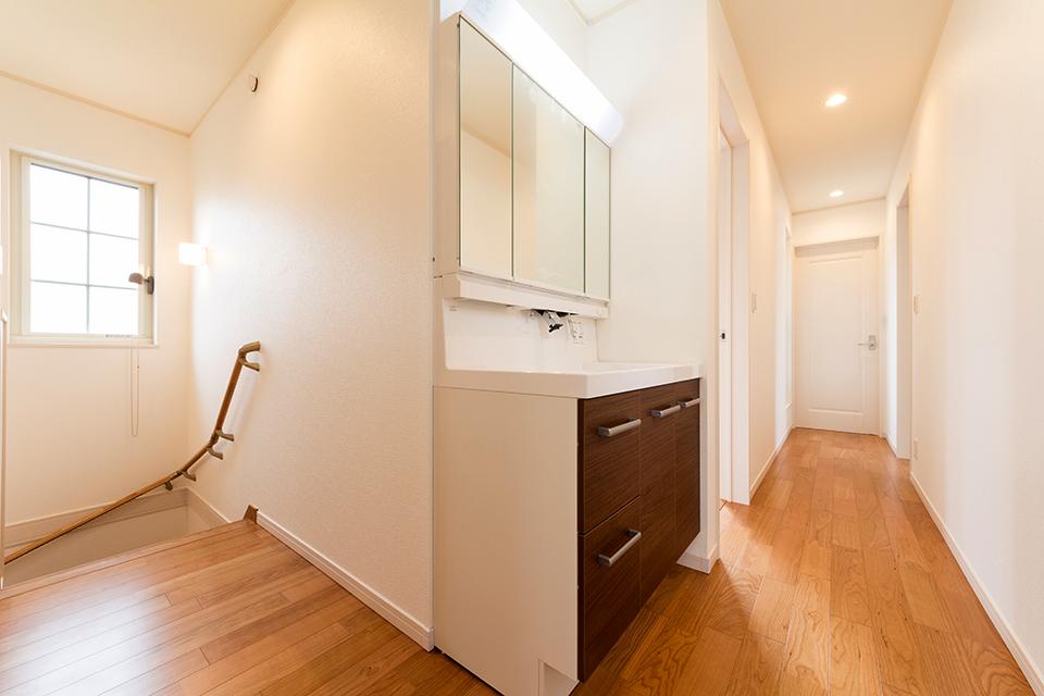 2階にも設置された便利な洗面台。