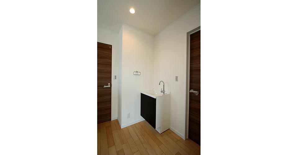 2階に配置した便利なミニ洗面台