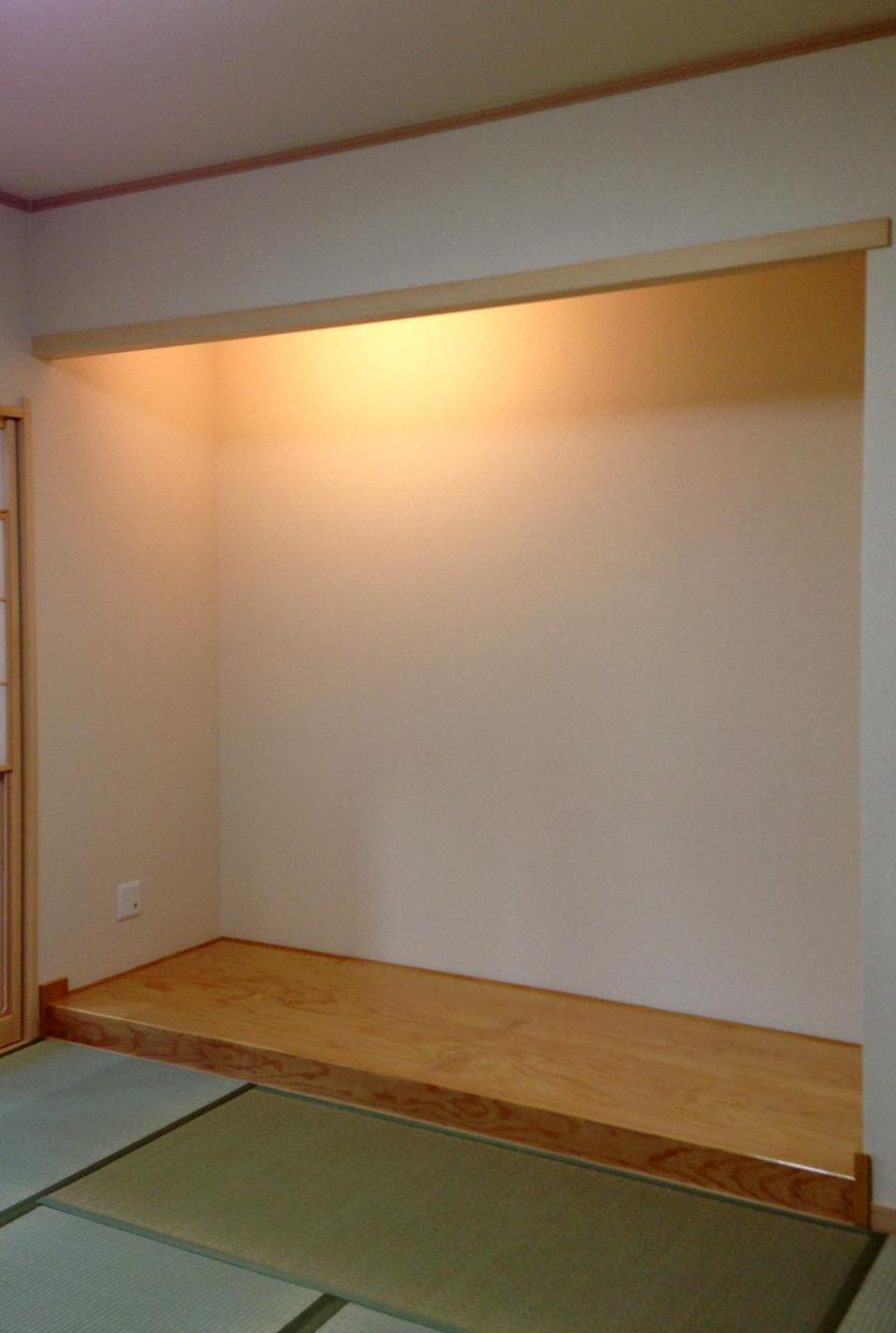 間接照明で照らされている床の間