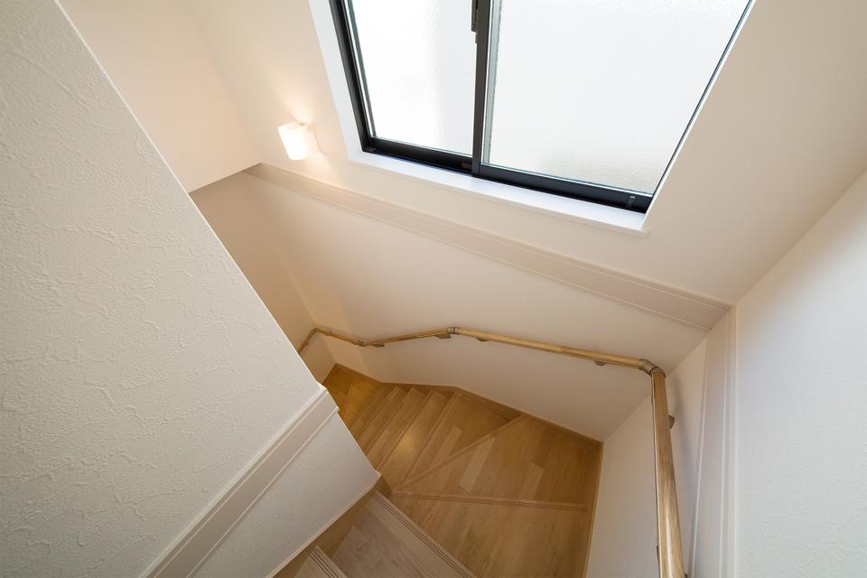 明るくゆとりある階段