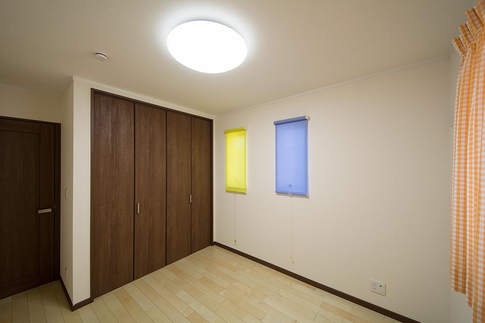 木のやさしい雰囲気に包まれた2階洋室。