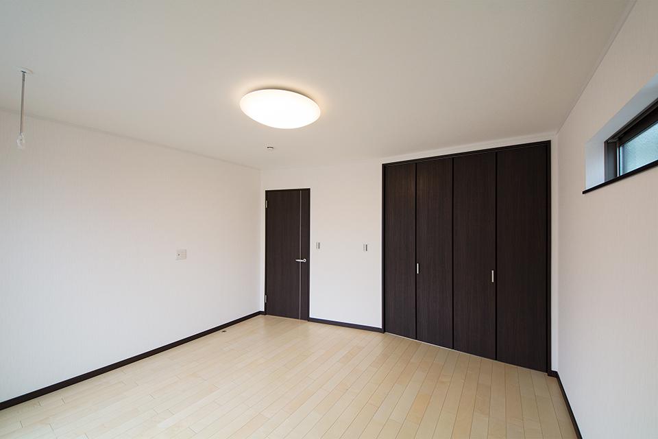 開放感のある2階主寝室。