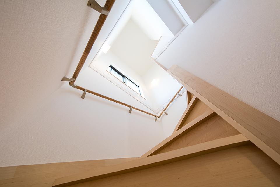 開放的で明るい階段