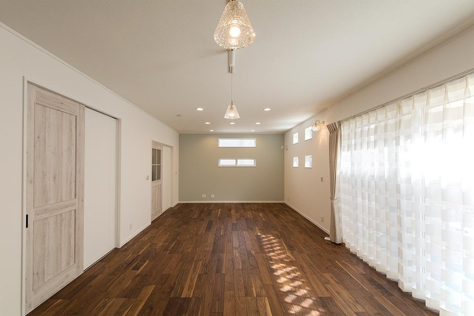 ナチュラルな配色をベースに、ノルディックモダンな雰囲気に包まれた室内空間。