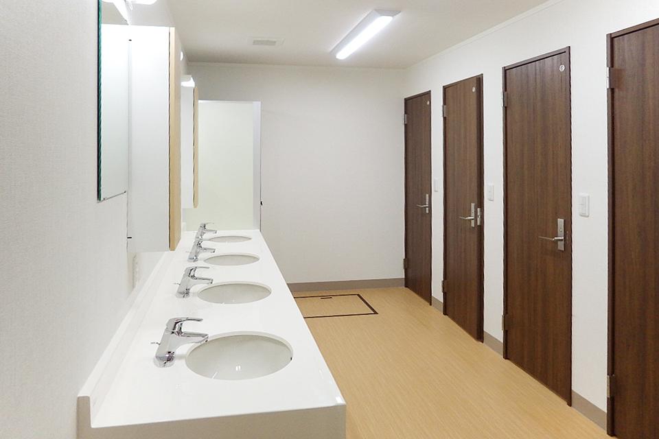 広々とゆとりのある洗面スペース。