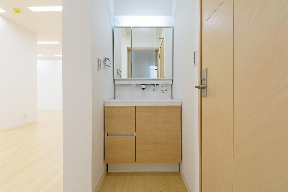 スペースを有効に活用した1階洗面所。