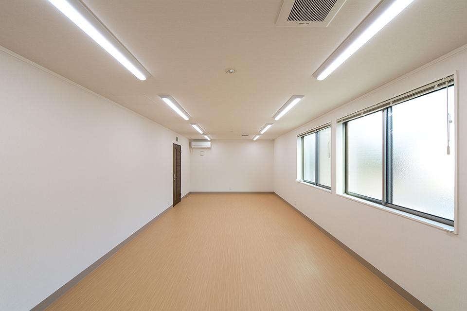 1階の広々とした部屋は会議室に。