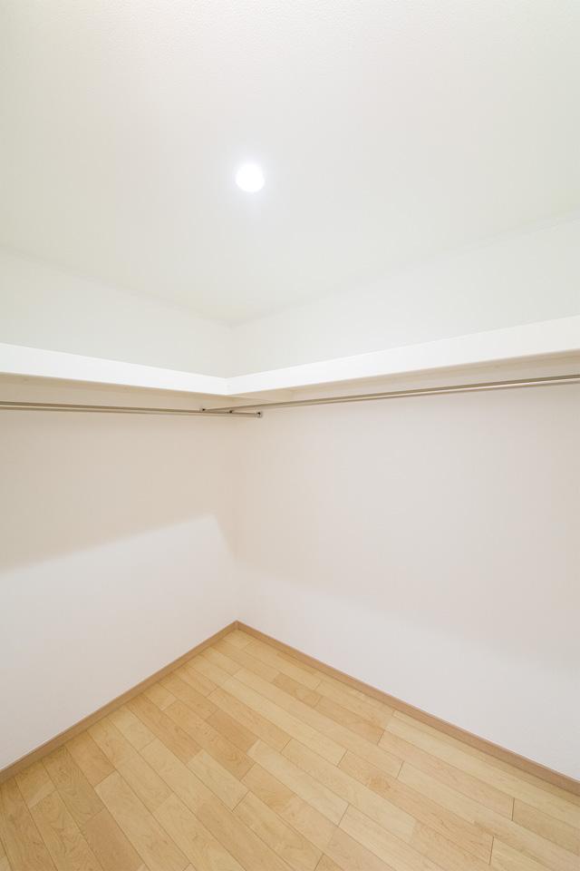主寝室に設けたウォークインクローゼット。すっきり快適な生活を実現します。