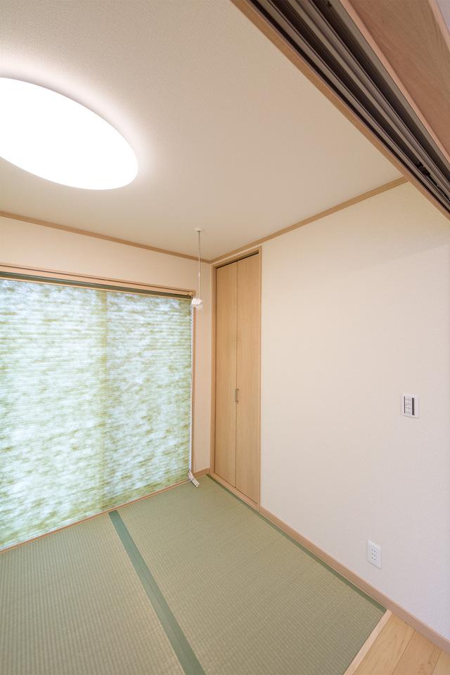 白のクロスと畳のさわやかなグリーンが心地のよいナチュラルな空間に。