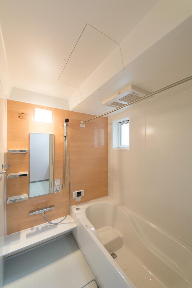 メープル色のアクセントパネルが心地よい空間を演出。