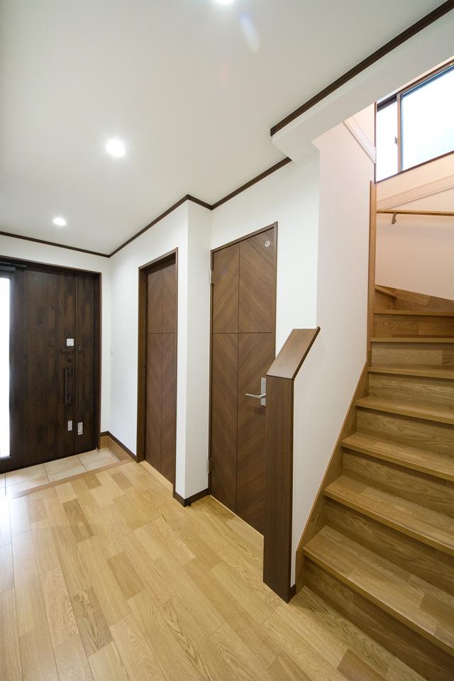 1階も同様に圧迫感のないゆったりとしたホール。
