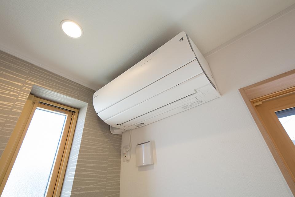 高い省エネ性能と快適性を両立させた、高効率エアコン。
