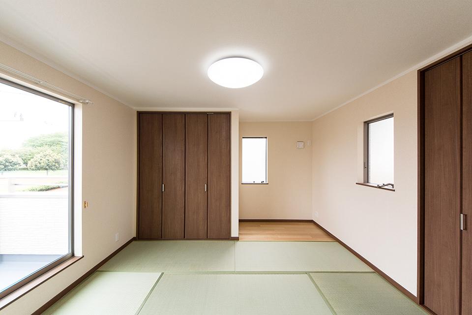 畳のさわやかなグリーンが心地のよい空間に。