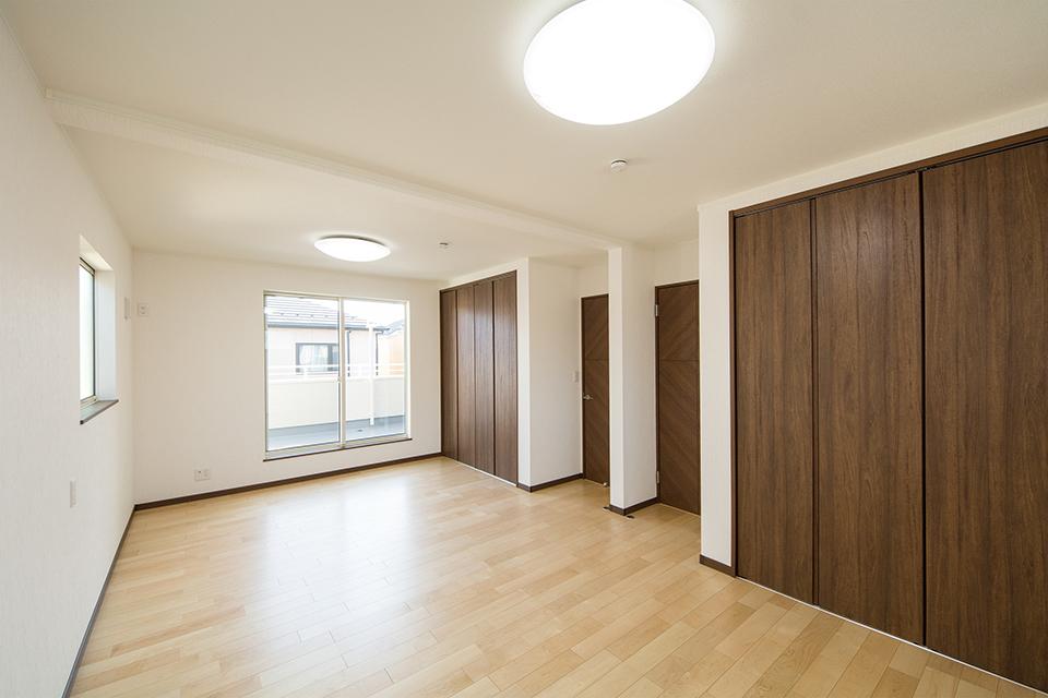 リビング同様ナチュラルな雰囲気で心地良い空間の2階洋室。