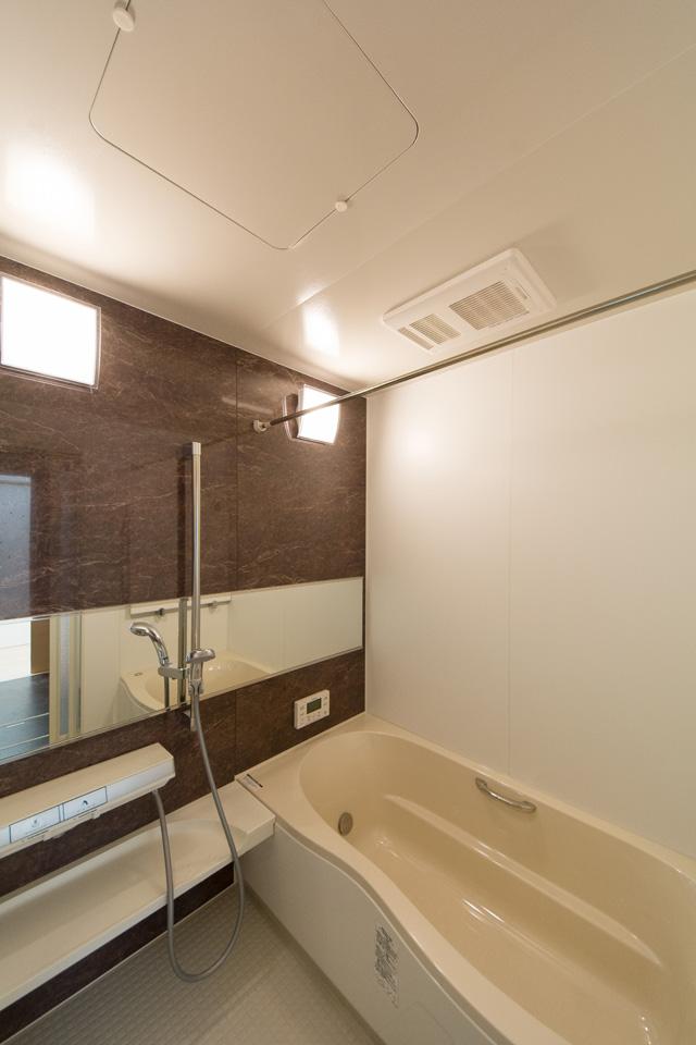 広々1.25坪の浴室。ナチュラルな配色で心地よい穏やかな空間に。