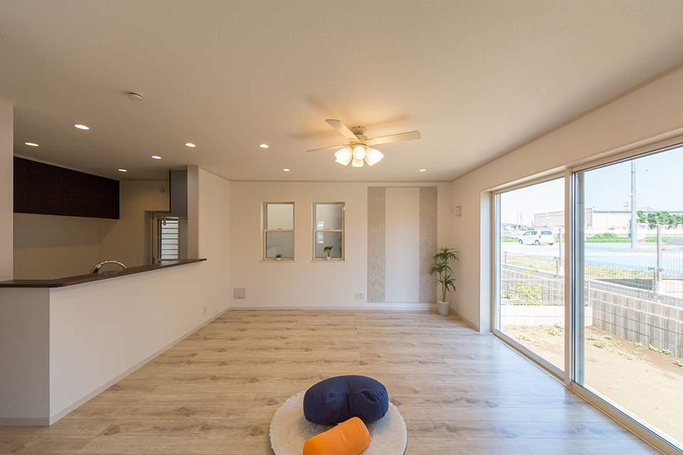 引き戸を開け放てばLDKと畳敷き洋室が違和感なく調和し、開放感いっぱいの大空間に。