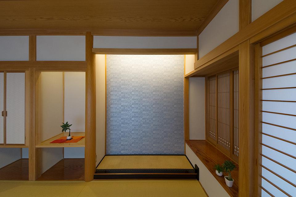床の間の壁は伝統ある京都の唐紙をオーダー。