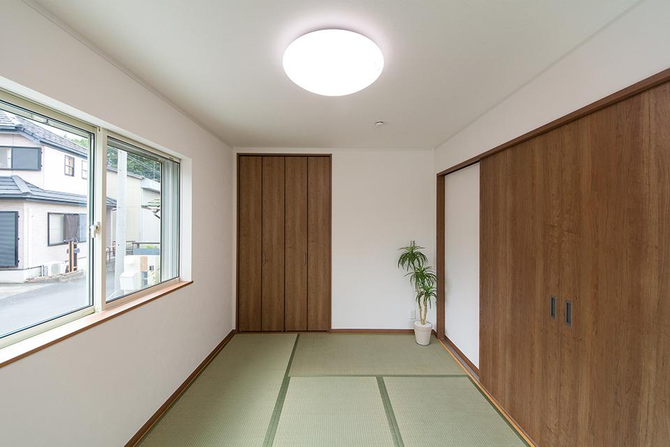 畳のさわやかなグリーンが空間を彩る1階畳敷きスペース。