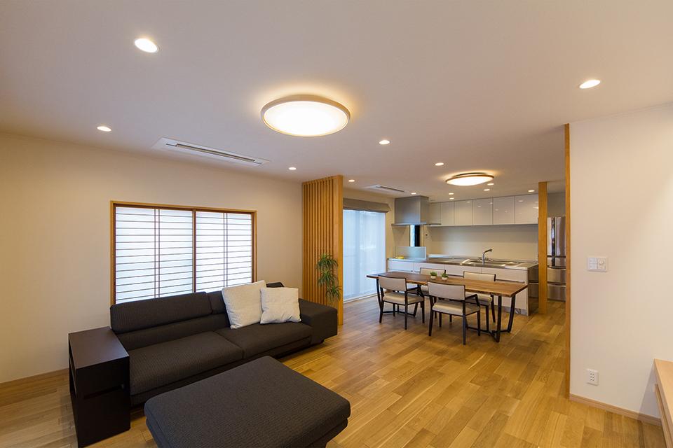 インテリアを最大限生かすよう、エアコンは天井カセット式を選択。
