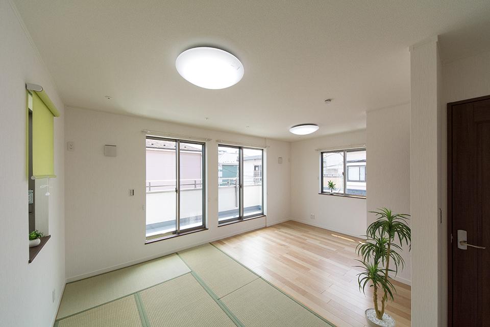 3面採光で明るく開放感のある空間に。