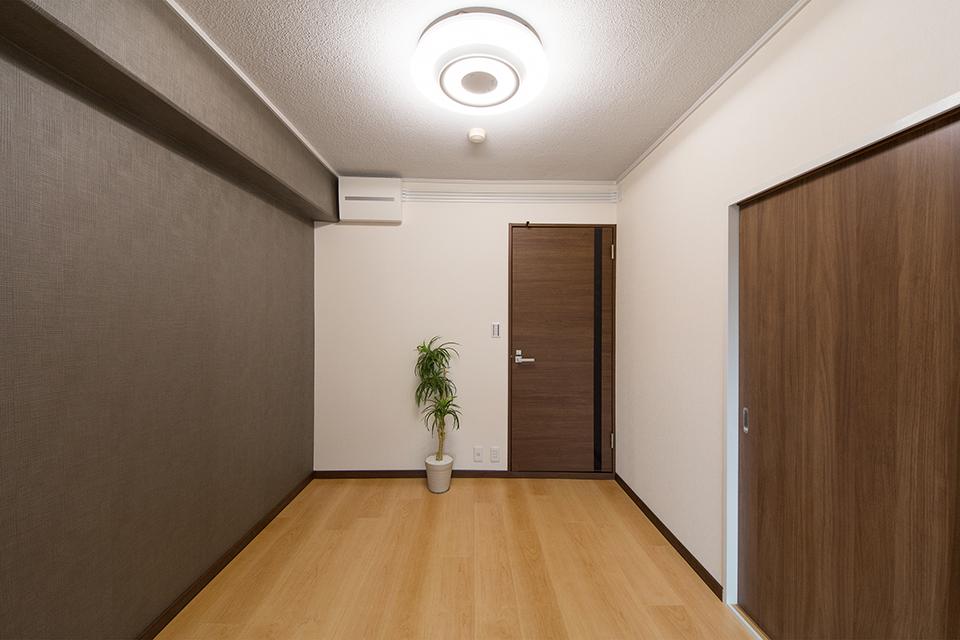 北側洋室-リビング同様、明るく開放感のある空間に。
