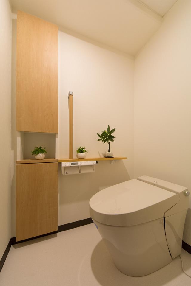 見た目もすっきりとしたタンクレストイレ。