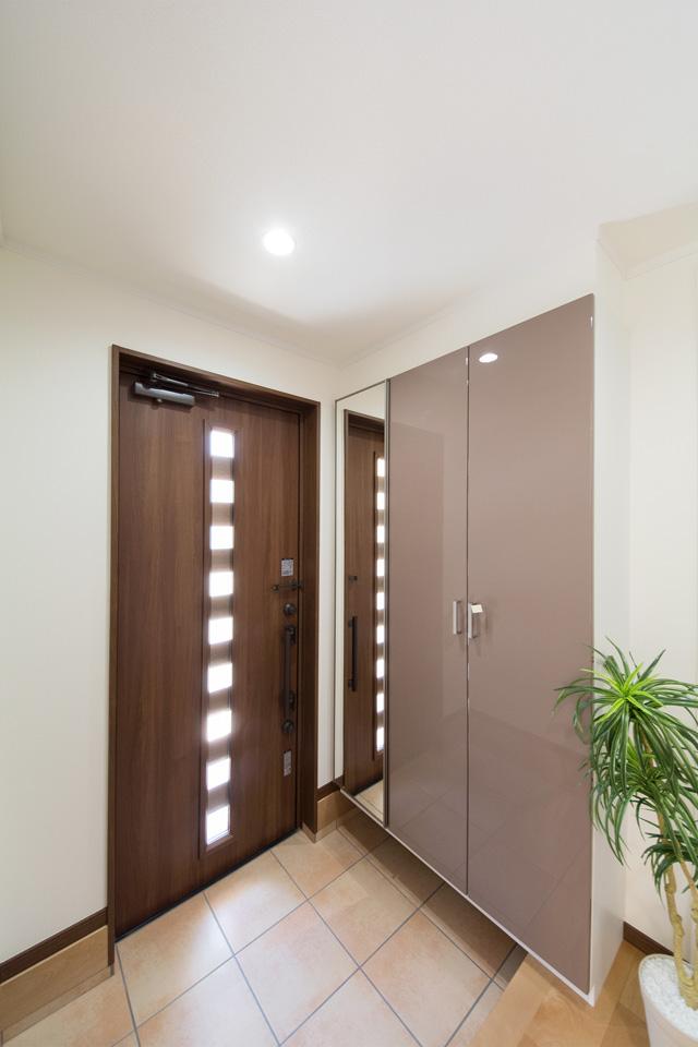 「玄関」のみ共有にした分離型二世帯住宅。