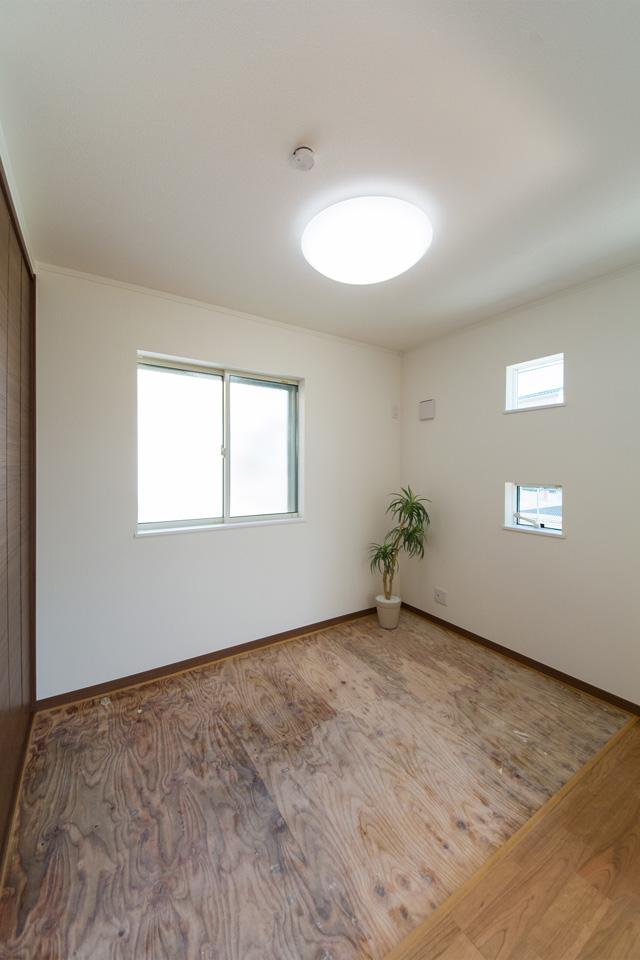 1階畳敷き洋室(写真は畳設置前)。