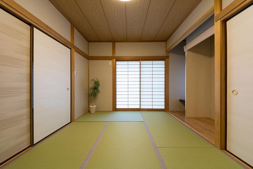 従来のイ草ではなく「機械抄和紙」を畳おもてに使用した畳。カビが発生しにくく、ダニなどの発生を抑えます。