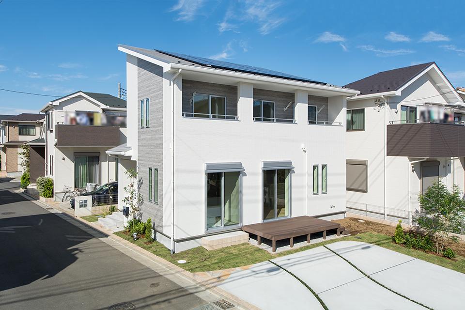 シンプル&モダンなデザイン仕上がった、未来の暮らしを叶えるZEH対応住宅。