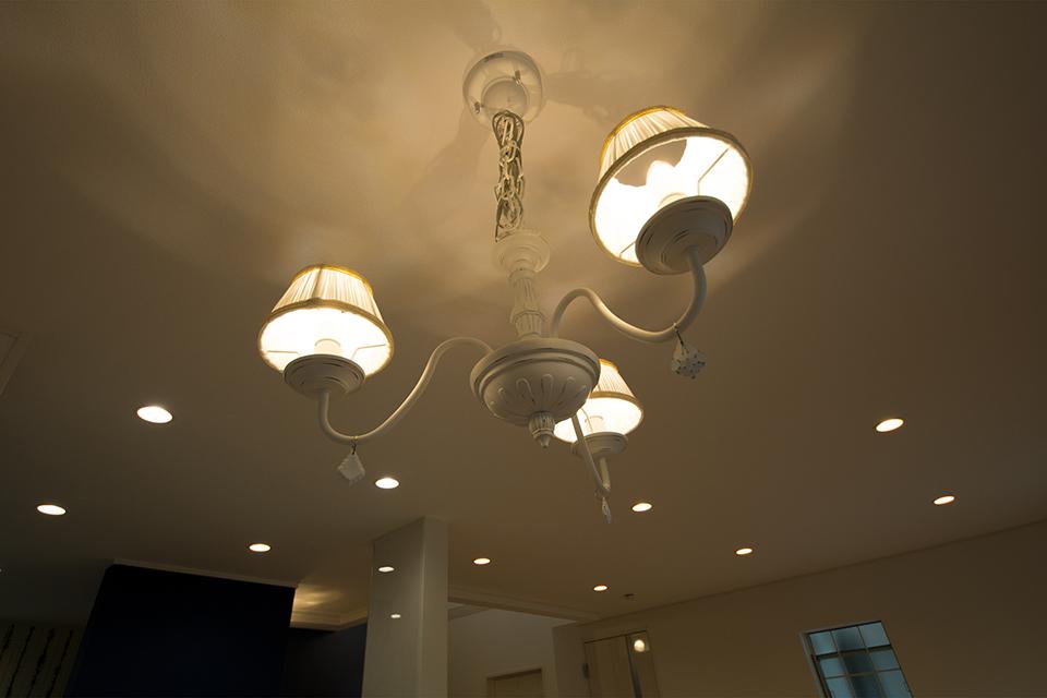 アンティークな風合いの意匠にエレガントな温もりが感じら、空間に優しく溶け込みます。
