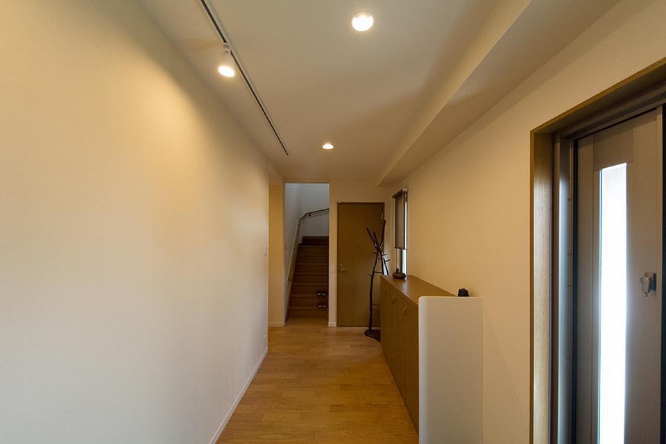 玄関の下足入れは既存に加工をして使い続けることにしました。