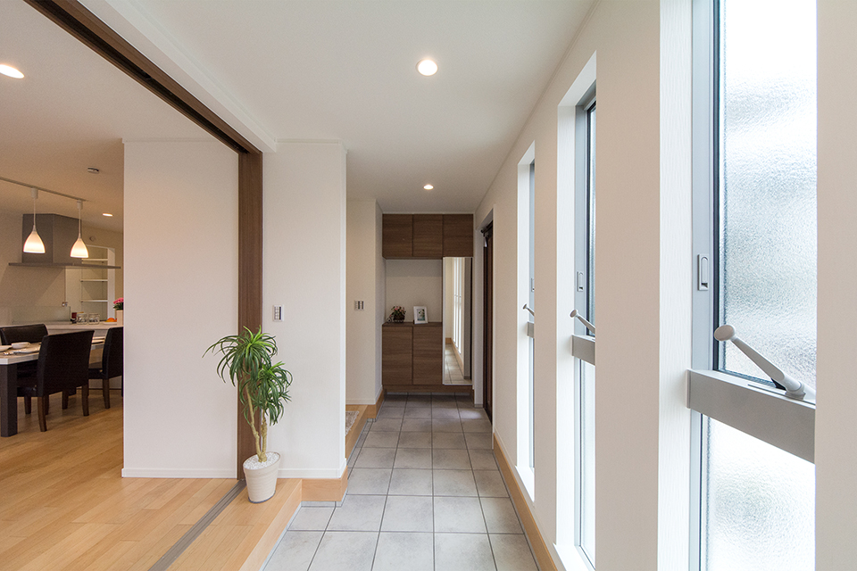 広い土間スペースのある玄関。