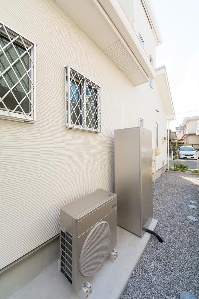 ハイブリット給湯システムを採用。