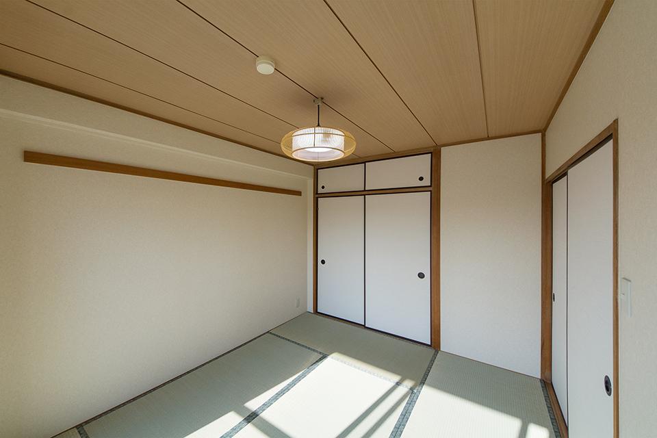 畳のさわやかなグリーンが空間を彩る和室。