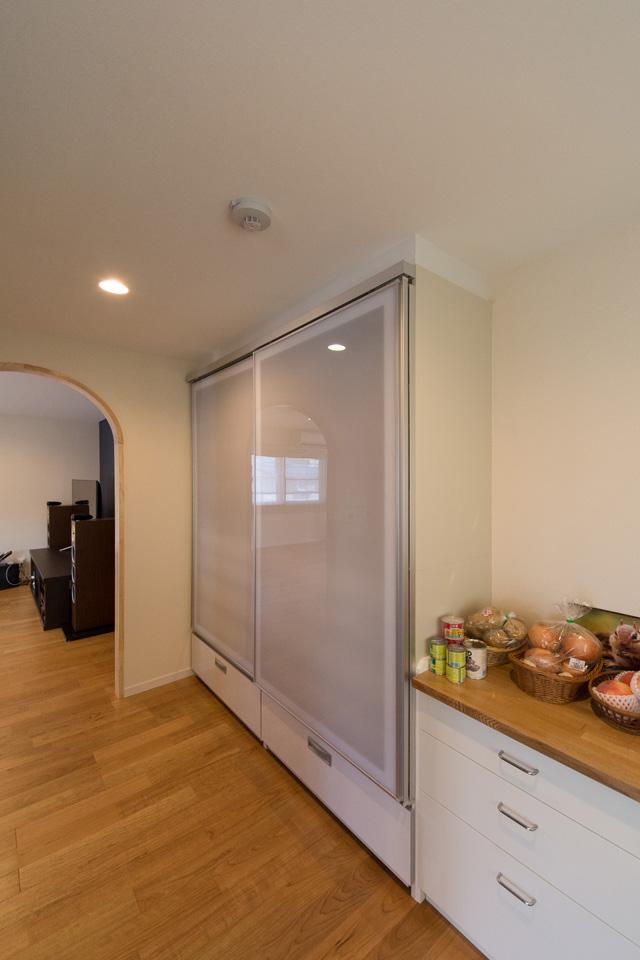 ゆったりしたパントリーは食器、家電、ストック品まで大容量を収納可。