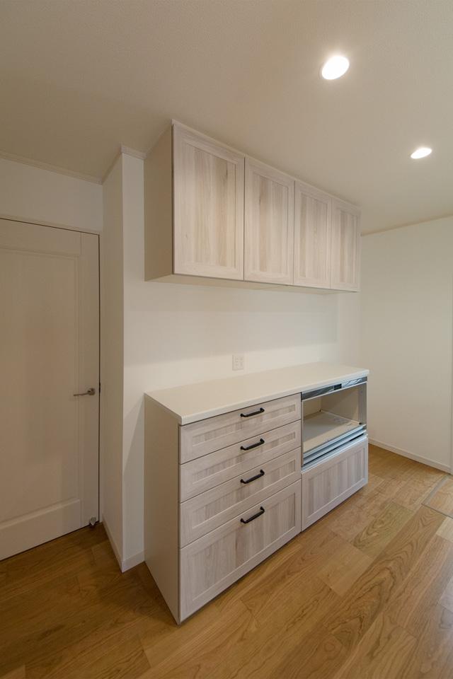 キッチン同様ホワイトオーク調の扉がナチュラルな雰囲気をプラス。