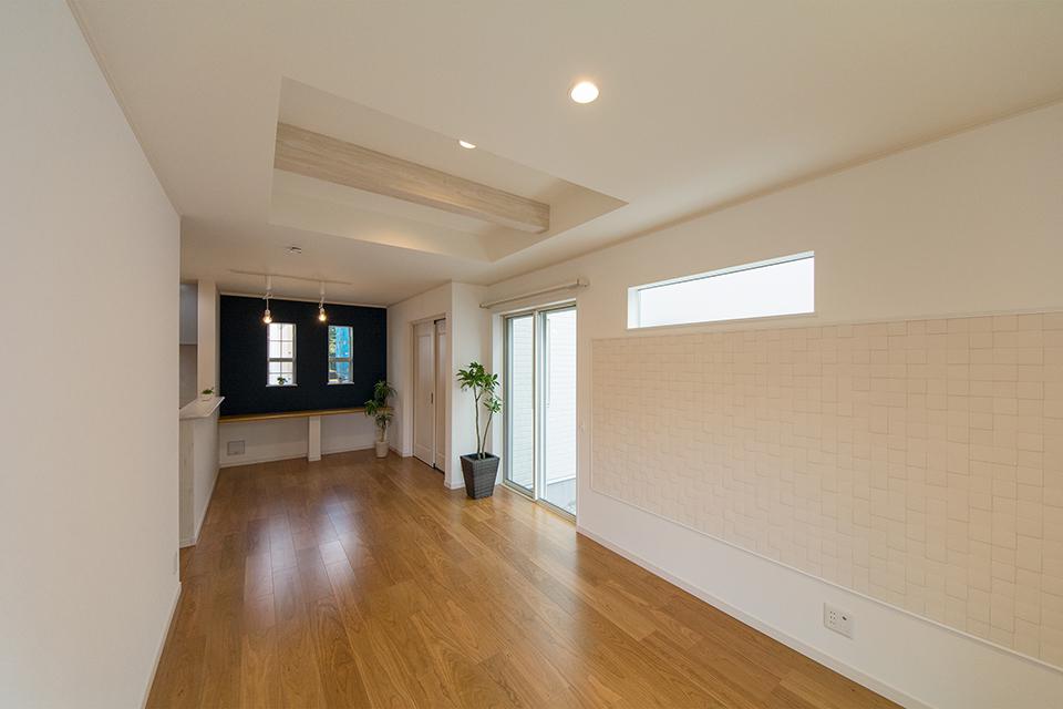 折上げ天井が開放感ある空間を演出。
