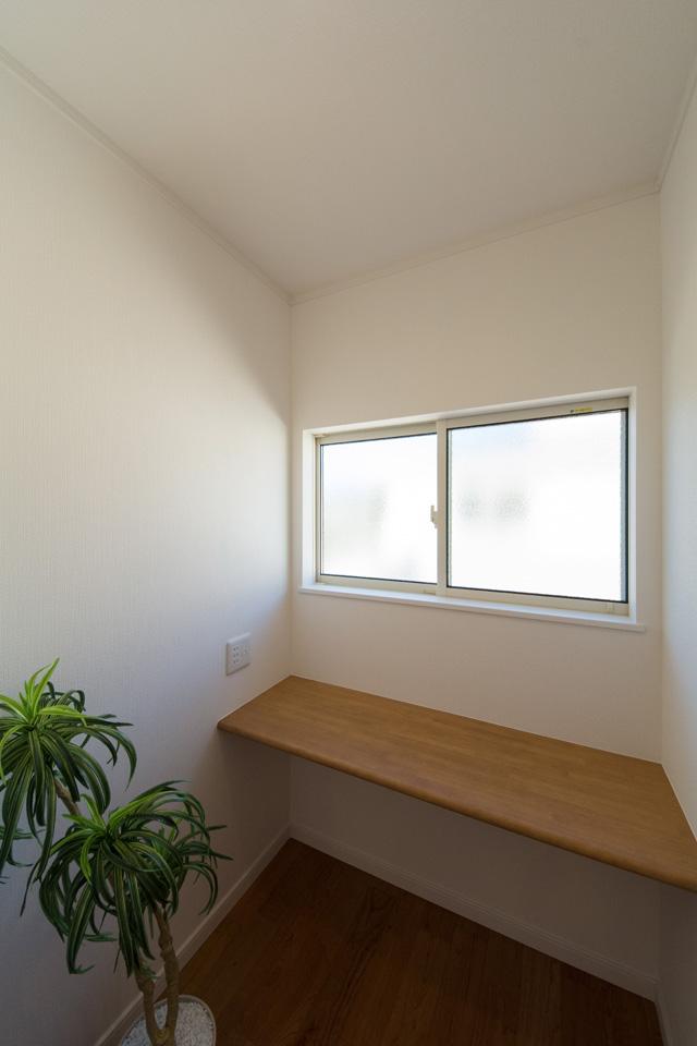 書斎やスタディスペースとしてご利用可能なカウンター。