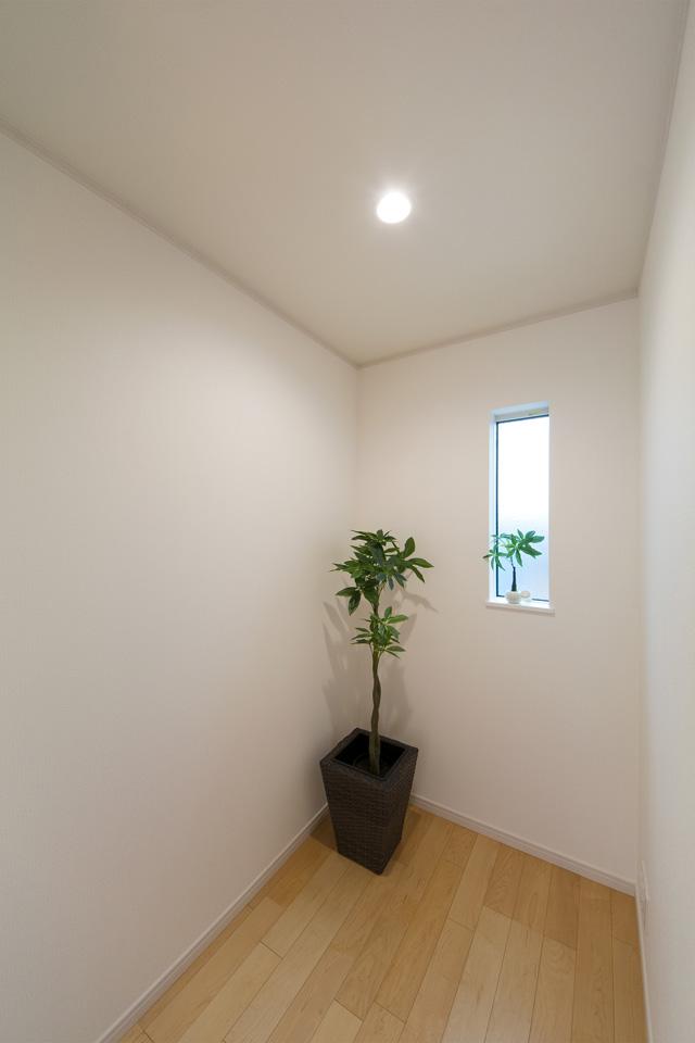 主寝室に設えた便利な納戸スペース。